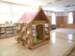 子どものへや前景手前本の家